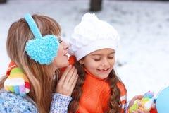 Мать и дочь имеют потеху совместно Стоковые Фотографии RF