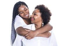 Мать и ее дочь-подросток изолированные на белизне стоковая фотография rf