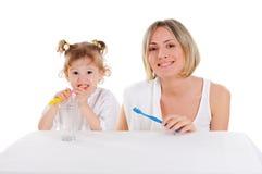 Мать и ее молодая дочь стоковая фотография rf