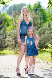 Мать и ее дочь Стоковые Изображения RF
