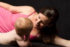 Мать и младенец Стоковые Изображения