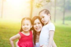 Мать и дочери в природе Стоковая Фотография RF