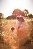 Мать и дочь и сын в пшеничном поле Стоковое Фото