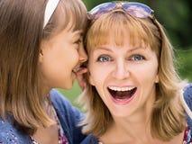 Мать и дочь на парке Стоковые Изображения