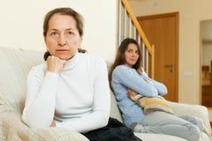Мать и дочь после ссоры Стоковое Изображение RF