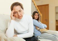 Мать и дочь после ссоры Стоковые Фотографии RF