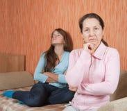 Мать и предназначенная для подростков дочь имея ссору Стоковое Изображение RF