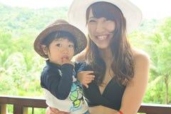мать и ребенок на лесе плоти Стоковые Изображения RF