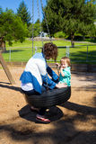 Мать и сын на парке Стоковые Фото