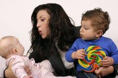 мать малышей Стоковое Фото
