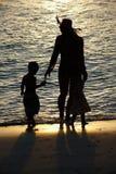 мать малышей silhouettes 2 Стоковое Фото