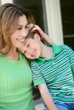 мать мальчика счастливая домашняя Стоковое Изображение RF
