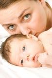 мать младенца любящая стоковая фотография rf
