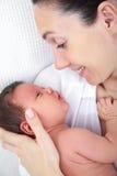 мать младенца маленькая Стоковая Фотография