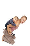 мать младенца счастливая над белизной сынка представления Стоковое Изображение
