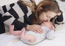 мать младенца newborn Стоковое Изображение RF