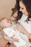 мать младенца счастливая newborn Стоковое фото RF