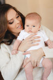 мать младенца счастливая newborn Стоковая Фотография RF