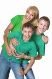 Мать обнимая ее 2 сыновьей Стоковые Изображения RF
