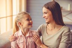 мать дочи домашняя Стоковые Изображения
