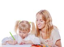 мать дочи помогая Стоковые Изображения RF