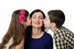 Мать поцелуя сына и дочери Стоковые Изображения