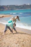 Мать при сын работая на пляже Стоковое Изображение