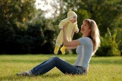 мать ребенка счастливая Стоковое Изображение RF
