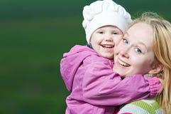 мать ребенка outdoors Стоковые Фотографии RF