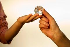 мать руки диаманта ребенка стоковые фотографии rf