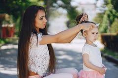 Мать с дочью Стоковые Изображения