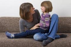 Мать с ее дочью Стоковые Фотографии RF