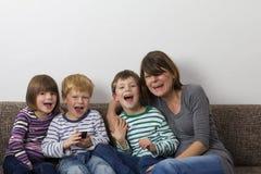 Мать с ее малышами Стоковые Изображения