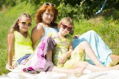 Мать с ее дочерьми в парке Стоковое фото RF