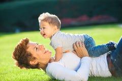 Мать с младенцем Стоковые Изображения RF