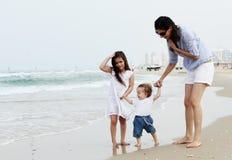 Мать с 2 дочерьми стоковое изображение rf
