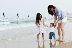 Мать с 2 дочерьми стоковая фотография