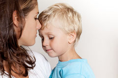 Мать с сынком стоковое фото rf