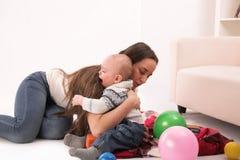 Мать с сыном стоковое изображение