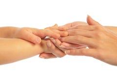 мать удерживания руки детей Стоковые Фотографии RF
