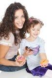 мать цветастой девушки donuts счастливая маленькая Стоковое Изображение RF