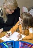 мать чертежа дочи совместно стоковые фотографии rf
