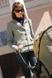 мать детской дорожной коляски Стоковые Фотографии RF