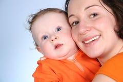 мать 2 младенцев стоковое изображение