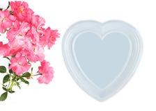 мать s дня женщины дня s День ` s валентинки, предпосылка дня рождения Ветвь рамки розы и фото пинка, белого сердца Стоковая Фотография