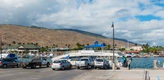 МАУИ, ГАВАИ, США 13-ОЕ ДЕКАБРЯ 2014: шлюпка Тихого океан кита f Стоковые Фото