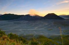 Маунт Bromo, активный вулкан и часть массива Tengger, в East Java, Индонезия стоковые изображения