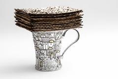 Мацы для еврейской пасхи Handmade с шаром серебра a Стоковая Фотография