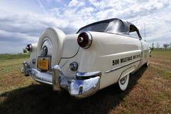 Машина безопасности 1953 автомобиля с откидным верхом Форда Sunliner Стоковое фото RF