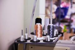 Машина вышивки 12 игл компактная Промышленная вышивка стоковая фотография